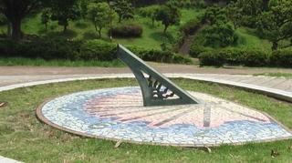 公園の日時計